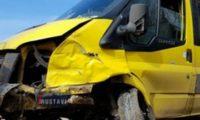 თბილისი-რუსთავის ტრასაზე ერთმანეთს 4 მანქანა შეეჯახა – ყვითელი მიკროავტობუსი გზიდან გადავარდა – ვიდეო