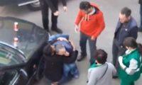 როგორ ანუგეშებენ უცხოელები სასწრაფოს მოსვლამდე ქართველს – ვიდეო