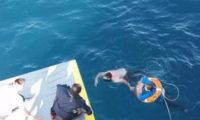 გემიდან გადავარდნილმა 69 წლის ქალმა პირეოსის პორტამდე 5 მილი გაცურა