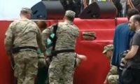 ფიცის დადების ცერემონიის შემდეგ რამდენიმე ჯარისკაცი შეუძლოდ გახდა