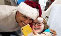 ბარაკ ობამა სანტას ქუდით და საჩუქრებით ბავშვთა ჰოსპიტალში მივიდა – ვიდეო