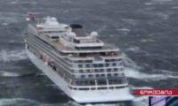 """შტორმი ზღვაში – ნორვეგიული """"ვიკინგ სქაიდან"""" 1.300 მგზავრი გამოიყვანეს – ვიდეო"""