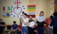 ქუთაისელმა მოსწავლეებმა გამოსაშვებ ბანკეტზე უარი თქვეს და ბოლო ზარი ზესტაფონის ბავშვთა სახლში აღნიშნეს