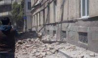 თბილისში სახლის აივანი და სახურავი ჩამოიშალა – ვიდეო