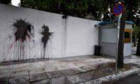 აშშ-ის ელჩის სახლს ათენში შავი საღებავი და მანათობლები ესროლეს