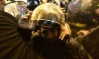 აქციის მონაწილეებმა პოლიციელებს აღჭურვილობა დაუმტვრიეს – მათ და პოლიციას შორის უგულავა და ბოკერია ჩადგნენ