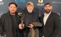 """დიმიტრი ცინცაძეს ჰოლივუდში """"შინდისთვის"""" საუკეთესო რეჟისორის ჯილდო გადასცეს"""