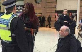 პოლიციამ დააკავა აფრიკელი ქალბატონი, რომელიც თეთრკანიან მამაკაცს ძაღლივით დაატარებდა