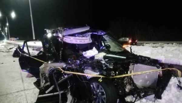 ეწერთან სატვირთო მსუბუქ მანქანას დაეჯახა - 2 ადამიანი დაშავდა
