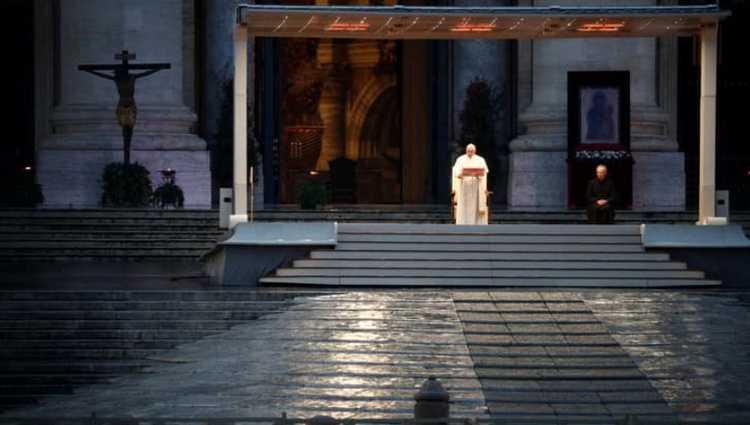 """""""ჩვენ ყველანი ერთ გემზე ვართ"""" – რომის პაპმა ლოცვა წმინდა პეტრეს ცარიელ მოედანზე აღავლინა"""