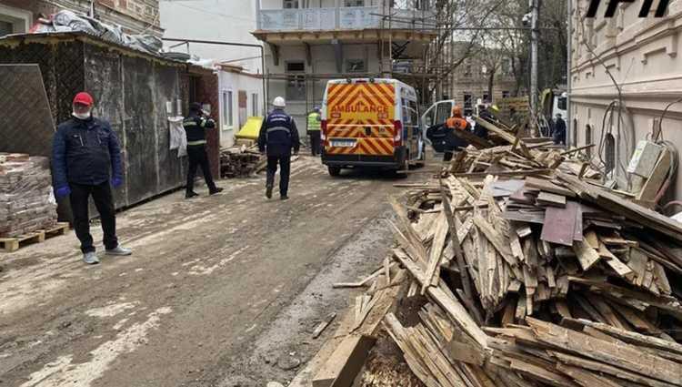 ლერმონტოვზე ავარიული შენობა ჩამოინგრა – 3 მუშა დაშავდა