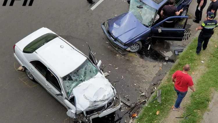 ავარია იუსტიციის სახლთან - 3 ადამიანი დაშავდა
