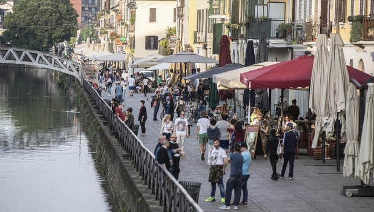 """კონტე - """"ზეიმის დრო ჯერ არ არის"""" - იტალიაში სოციალურ დისტანციას არ იცავენ"""