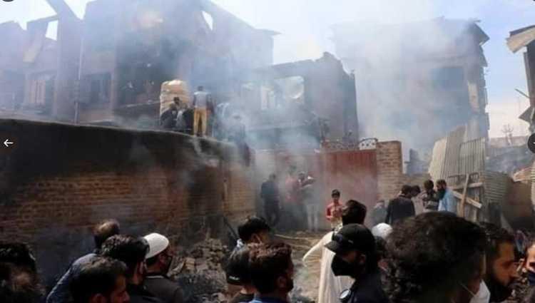 პაკისტანში ლაჰორ-ყარაჩის ბორტი დაჯდომისას შენობებს შეეჯახა და დაიწვა – 107 ადამიანი დაიღუპა – ვიდეო