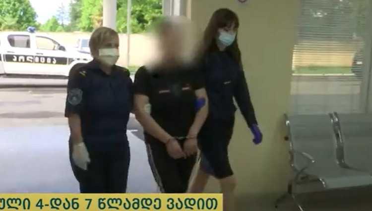ზუგდიდის პოლიციამ მანქანიდან 3.500 დოლარი ამოიღო – ქალი და მამაკაცი გამოძალვის ბრალდებით დააკავეს – ვიდეო