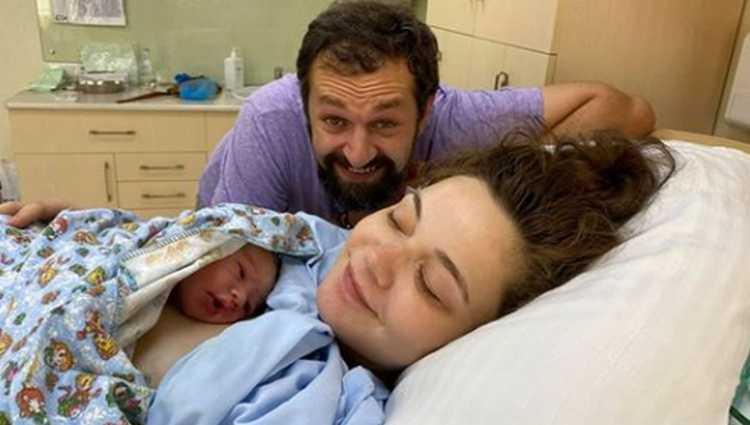ილო ბეროშვილს და ანი ბებიას შვილი შეეძინათ