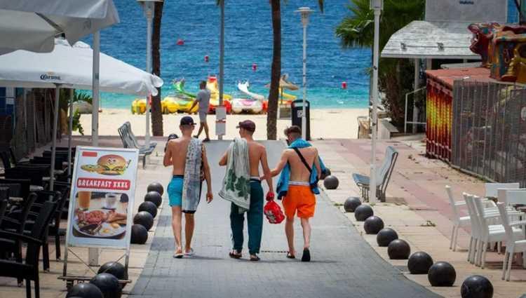ესპანეთში ტურისტების რაოდენობა 97,7%-ით შემცირდა