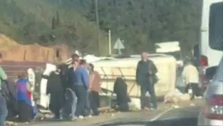 ბორითთან მიკროავტობუსი ამობრუნდა – 2 ადამიანი დაშავდა