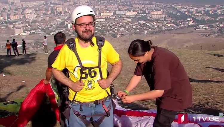 გრიგოლ გეგელია იაღლუჯის მთიდან პარაპლანით გადახტა – ვიდეო