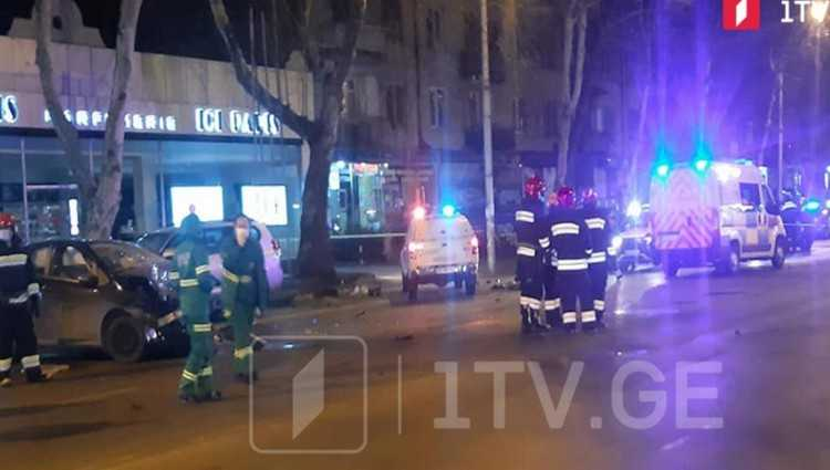 თბილისში წერეთელზე 3 ადამიანი დაიღუპა – 2 მანქანა ერთმანეთს შეასკდა