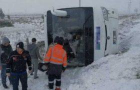 თურქეთში რუსი ტურისტებით სავსე ავტობუსი ამობრუნდა - 1 ადამიანი დაიღუპა, 26 დაშავდა