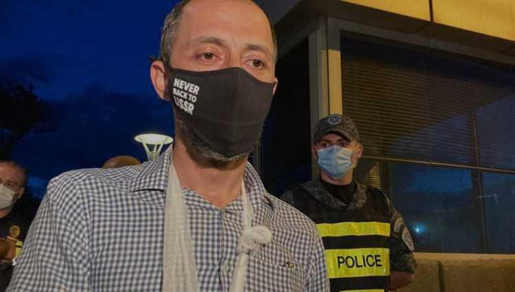გიგა მაქარაშვილს პოლიციელებმა ხელი მოტეხეს