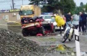 ჩაქვში მანქანა ჯებირს შეეჯახა - 2 ადამიანი დაიღუპა