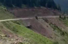 უცხოელებით სავსე მანქანა გოდერძის უღელტეხილზე გადავარდა - ვიდეო
