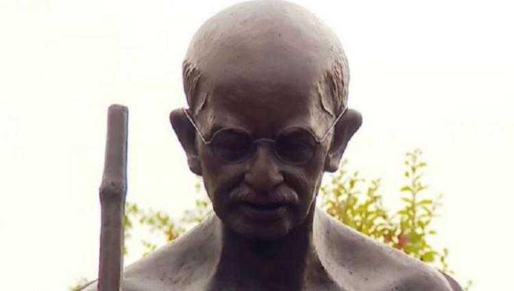 ვარკეთილში მაჰათმა განდის ძეგლს ეს სათვალე მოპარეს