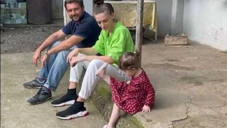 """""""რა საყვარლები ხართ"""" - ნოე სულაბერიძე ოჯახთან ერთად გურიაში - ვიდეო"""