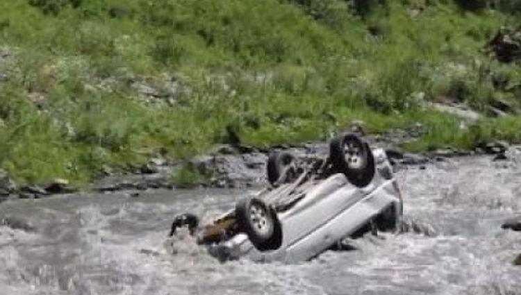 ჩხოროწყუში მანქანა მდინარეში გადავარდა - 1 ადამიანი დაიღუპა