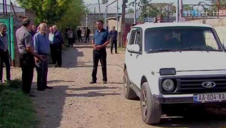 შვილიშვილი გაიტაცეს, ბებია მანქანას გაეკიდა, დაეცა და გარდაიცვალა - ტრაგედია ალგეთში